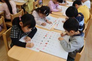 年中参観日、幼稚園での1日(年中組)