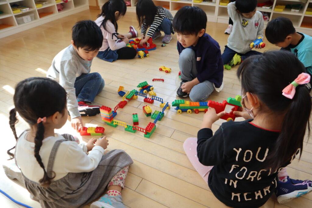 "<span class=""title"">幼稚園の様子(年長組)</span>"
