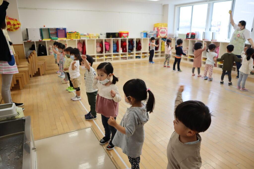 "<span class=""title"">幼稚園での様子(年少組)</span>"